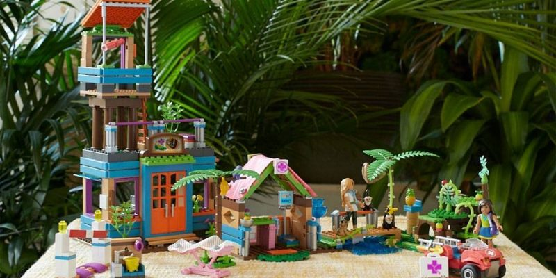 Mega Construx American Girl Lea's 2-In-1 Rainforest Sanctuary Construction