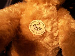 Steiff Classic 1920 Teddy Bear Blond 10inch Bear Close Up